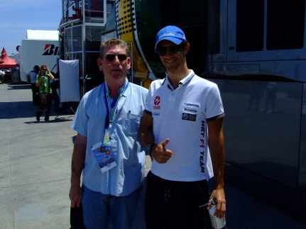 Tony Driver Interaction @ Valencia, pics by @p2pc2e and some random dudes, like the one with Alonso