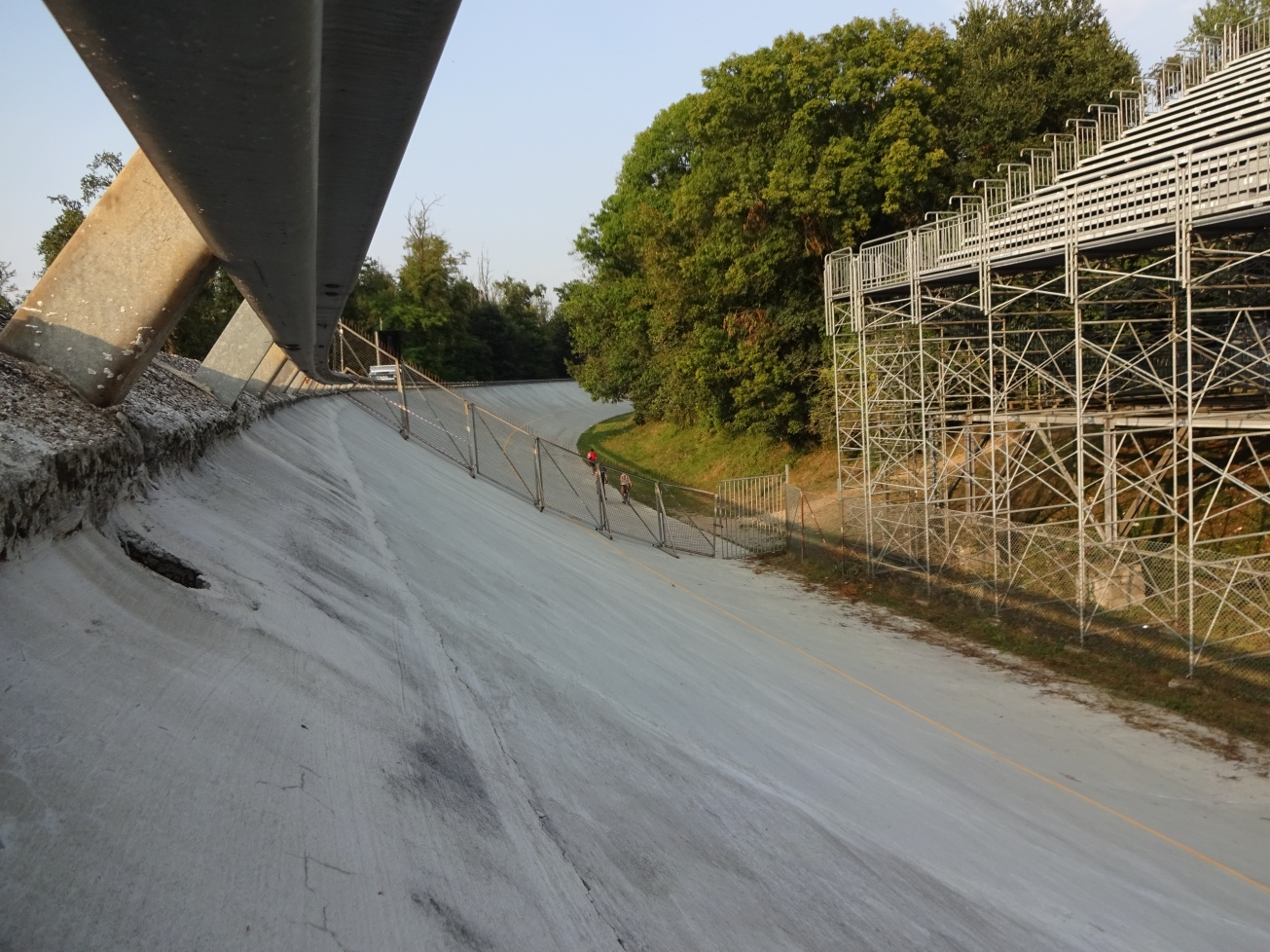 monza-old-banking