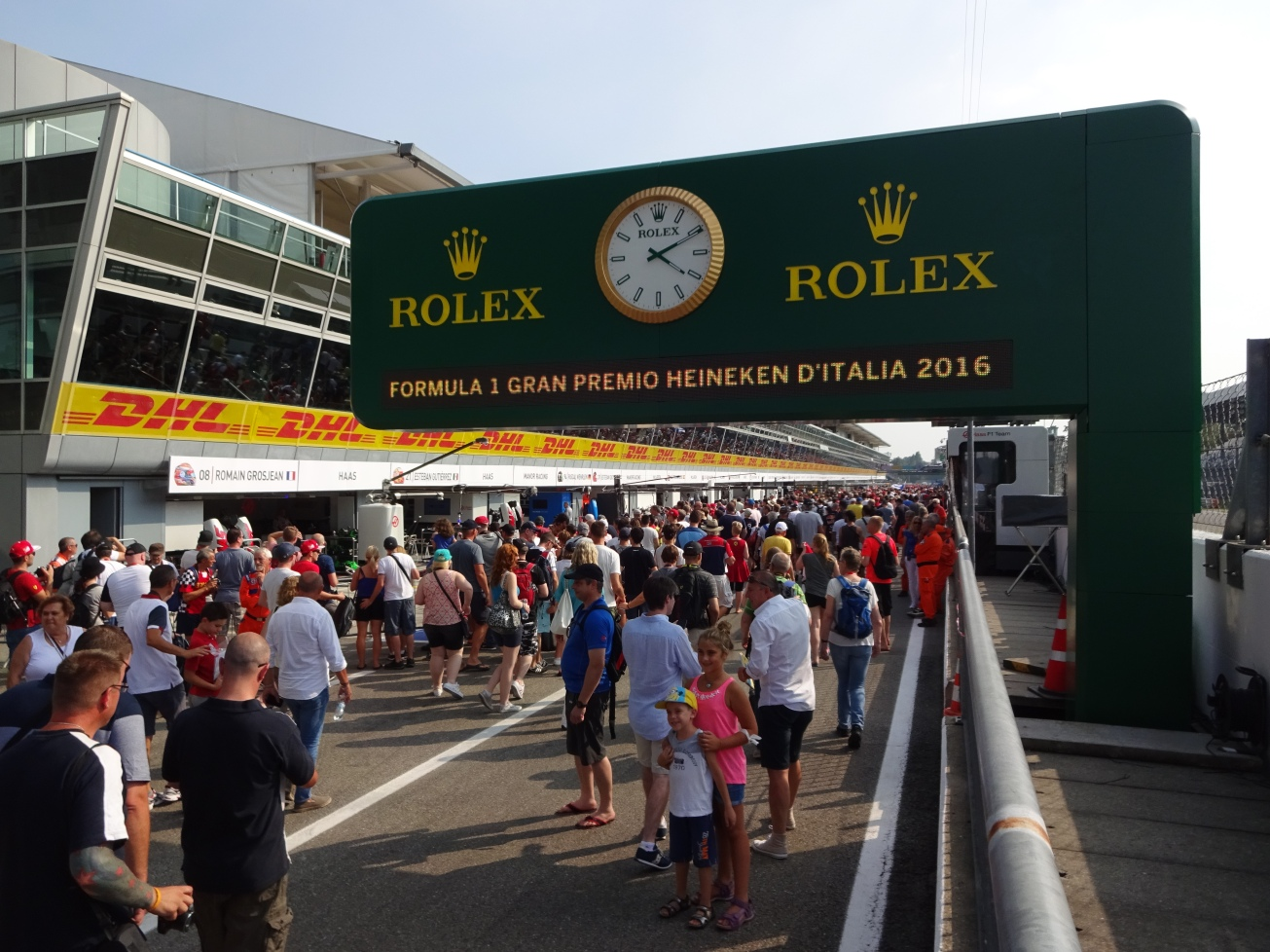 monza-thursday-fan-pit-walk
