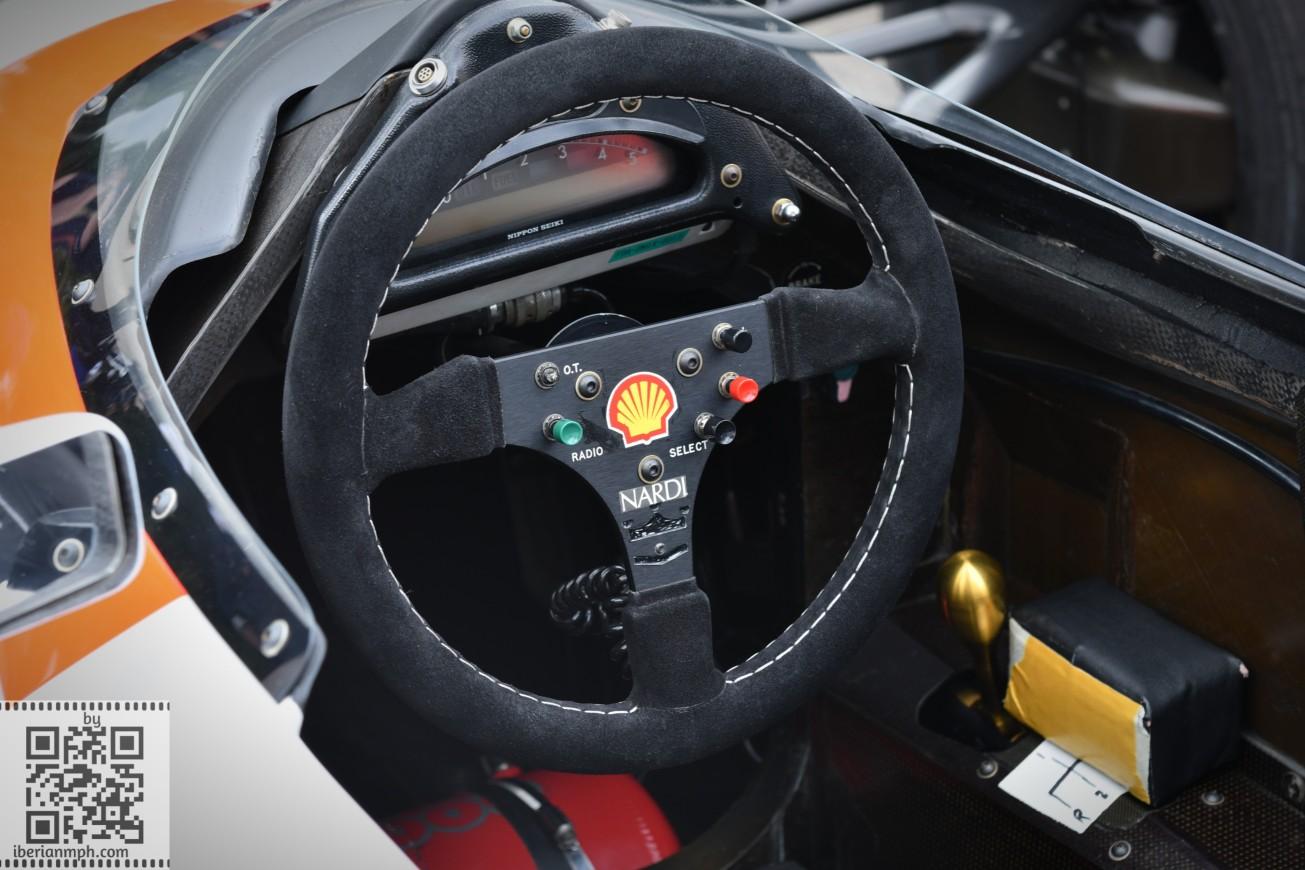 Classic McLaren F1 (1)