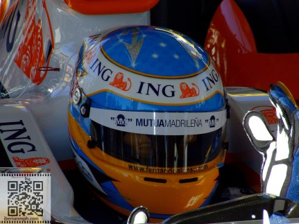Dummy F1 life: look into my eyes, don't look around the eyes